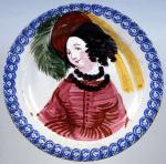 Ceramica popolare vicentina, Grande piatto con Bella dal gran cappello, 1900 ca.