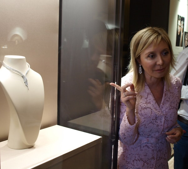 Silvia Damiani gives to the Museo degli Argenti in Florence the Chakra necklace
