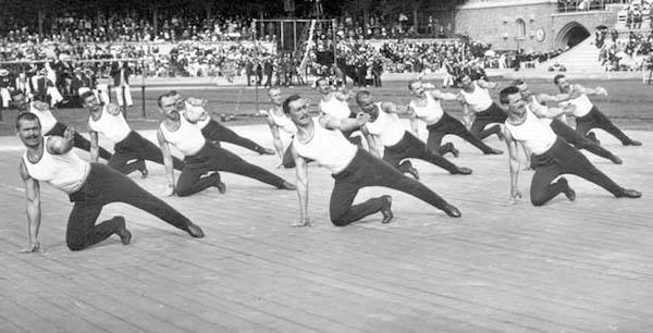 Stockholm 1912-A team exercice by the Russian team. copia